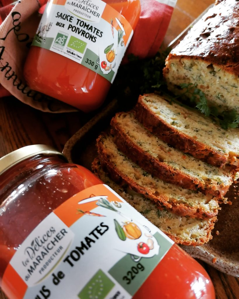 cake oignons fines herbes coulis tomates Les Délices du Maraîcher